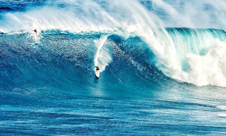 Hawaii heavy surf